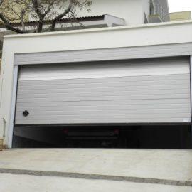 секционна гаражна врата